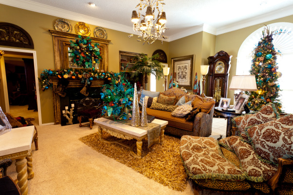 Show Me Christmas Decorating, Show Me Decorating Christmas trees, mantels, wreaths, garlands, doorways and more, Beautiful living room dressed in the season's finest!, Holidays Design