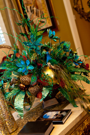 Show Me Christmas Decorating, Show Me Decorating Christmas trees, mantels, wreaths, garlands, doorways and more, Holidays Design
