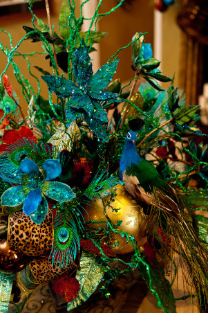Show Me Christmas Decorating, Show Me Decorating Christmas trees, mantels, wreaths, garlands, doorways and more, Peacock centerpiece with a touch of leopard, Holidays Design