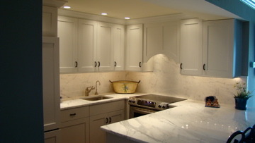 CONDOMINIUM KITCHEN, TRADITIONAL KITCHEN IN A CONDOMINIUM, PAINTED WHITE CABINETRY WITH CALCUTTA MARBLE COUNTER AND BACKSPLASH, Kitchens Design