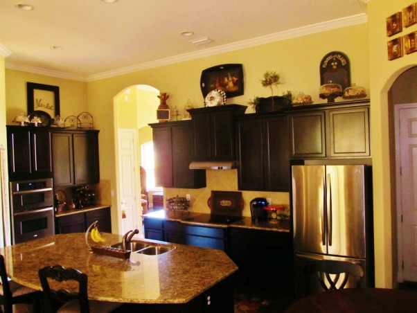 simple and functional..., kitchen with dark cabinets gold granite, kitchen, Kitchens Design