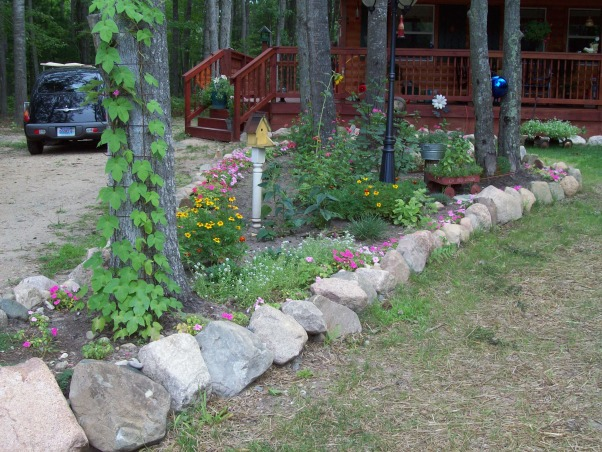 rock edged flower bed..., rock edged flower bed, Yards Design