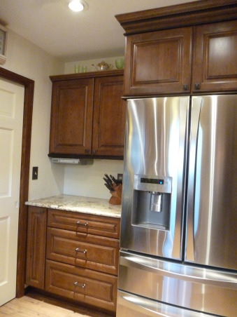 Kitchen Makeover, Kitchen makeover with cherry cabinets (coffee color), granite and glass-natural stone back splash., Drawers for easy storage., Kitchens Design