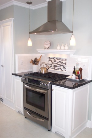 1940's Cottage Kitchen, 1940' Cottage kitchen on a budget., Other recent changes since the remodel to the kitchen is a decorative back splash inset behind the range. Also finally continued the crown molding around the room.   , Kitchens Design