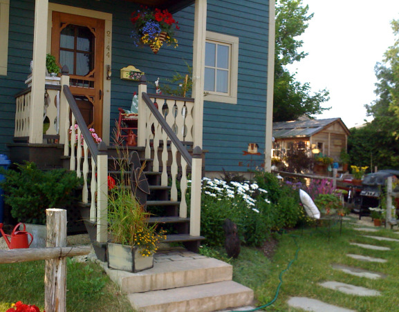 My garden and potting shed, Hello! I decide to share with you photos of my garden and potting place. When we first bought the house, there was NOTHING outside...so, with a friend we made plans and made all the garden...the potting shed was made with the help of 7 good friends...hope you enjoy looking at these! Margot, from Quebec, The small entrance of the house  , Gardens Design