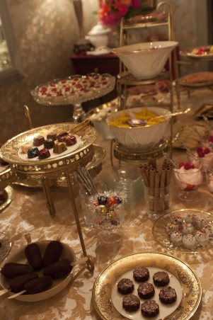 Dining Table Dessert Layout, Designing a dessert table lay-out in gold!  , Dining Rooms Design