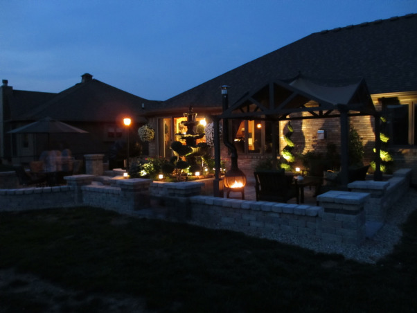 Paradise Patio, Outdoor living spaces, A sitting wall borders the perimeter, Patios & Decks Design