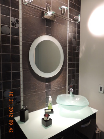 Circle Mozaic with frosted glass, temperature sencitive faucet, Bathrooms Design