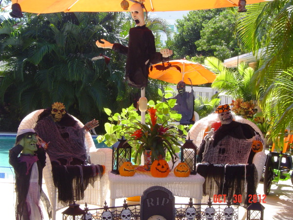 Halloween in Miami, Holidays Design