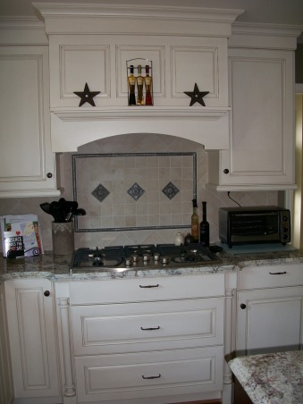 Newly Remodeled Kitchen, Kitchen was 20 yrs. old, minimal cabinet integrity and appliances were dying.  Friends of ours are custom home builders that weren't that busy due to the economy so they did our remodel for us. , New Back splash  , Kitchens Design