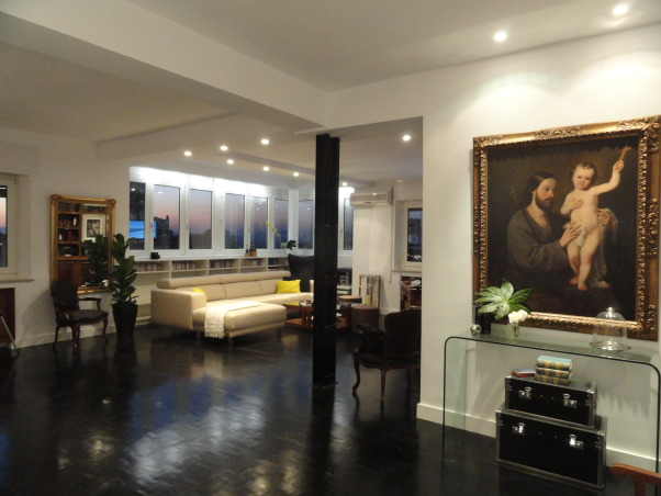 A Gentleman's pad in Madrid, Living Rooms Design