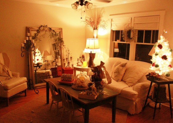 cottage christmas, It's beginning to look alot like christmas, Holidays Design