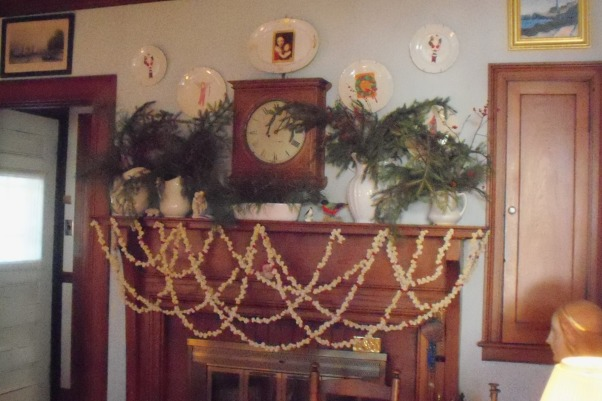 more mantel pieces, changing mantelpieced, popcorn swags on a Christmas mantel , Living Rooms Design