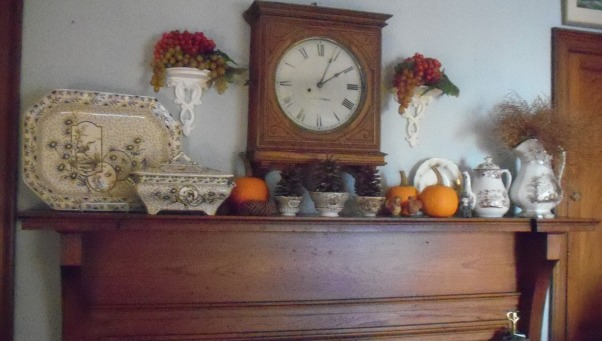 more mantel pieces, changing mantelpieced, a fall mantel piece with grapes , Living Rooms Design