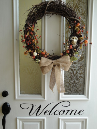 Burlap LoVe, I have become hooked on burlap.  It started with one piece, and from there, I redecorated my living room and hallway with burlap touches., fall/autumn wreath with burlap bow    , Living Rooms Design