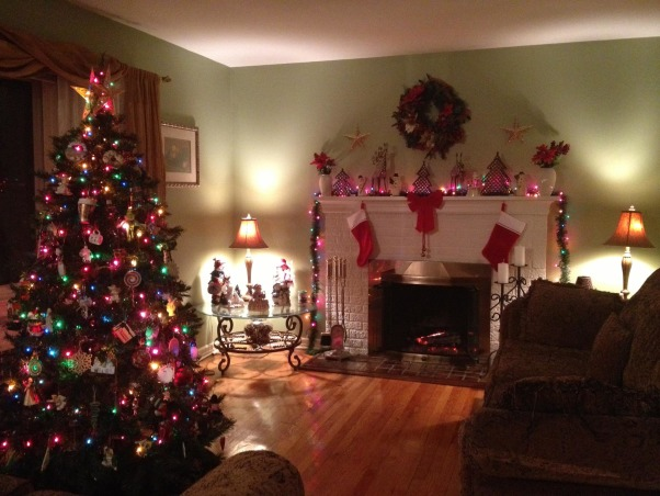 My Cozy Holiday Livingroom, I just moved in and couldn't wait to decorate.  For my first Christmas here I think I did a pretty good job. , My cozy Christmas Living room.  My first Christmas in my new home.  , Holidays Design
