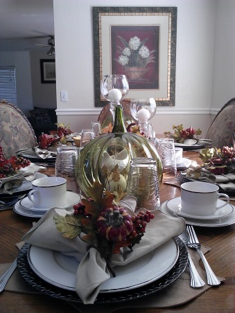 Thanksgiving dinning table set up., The first year I was not so creative like the second year. whar a diffrence., Dining Rooms Design