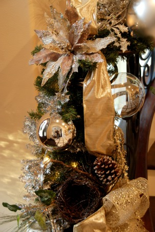 Home for the Holidays in TEXAS!, overstuffed christmas tree and garland to boot!  Large ornaments with lots of ribbon and clear balls can make a grand impression., up-close picture of stairway garland, Holidays Design