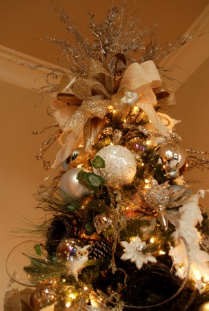 Home for the Holidays in TEXAS!, overstuffed christmas tree and garland to boot!  Large ornaments with lots of ribbon and clear balls can make a grand impression., top of tree, Holidays Design