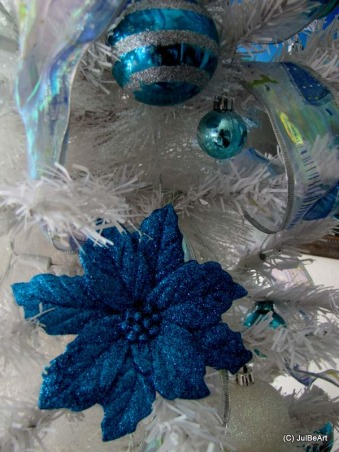 Holidays By The Sea 2, I posted this same space about three years ago, Christmas 09. I have not posted anything of late. Christmas 09 was the first time I stepped outside my comfort zone and used a white artificial Christmas tree instead of the traditional real trees I've always used. I hope you'll be inspired., Holidays Design