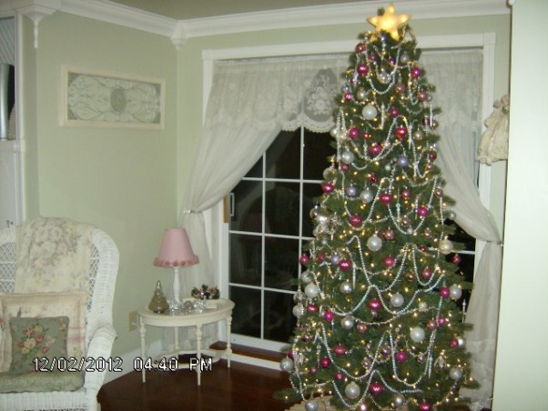 Prim's Holiday Home, I love to decorate my home, especially for the holiday's. I like a cozy home and would describe my style as shabby chic/traditional. I like to rescue old pieces and refurbish them., My shabby chic bedroom , Holidays Design