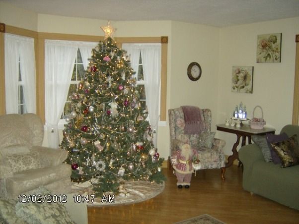 Prim's Holiday Home, I love to decorate my home, especially for the holiday's. I like a cozy home and would describe my style as shabby chic/traditional. I like to rescue old pieces and refurbish them., Living Room Tree , Holidays Design