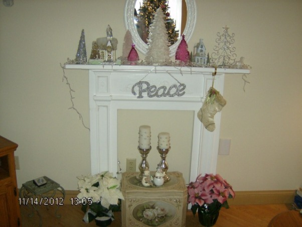 Prim's Holiday Home, I love to decorate my home, especially for the holiday's. I like a cozy home and would describe my style as shabby chic/traditional. I like to rescue old pieces and refurbish them., Christmas Mantle , Holidays Design