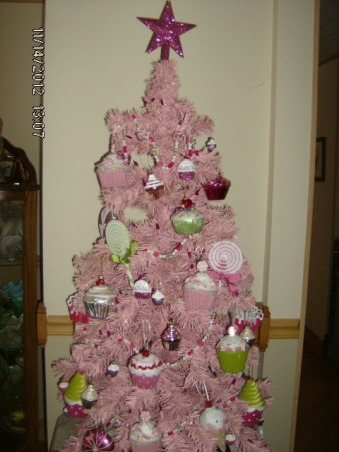 Prim's Holiday Home, I love to decorate my home, especially for the holiday's. I like a cozy home and would describe my style as shabby chic/traditional. I like to rescue old pieces and refurbish them., Pink Cupcake Tree, Holidays Design