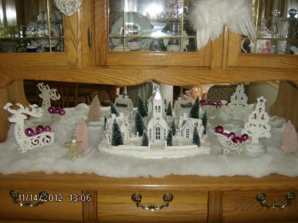 Prim's Holiday Home, I love to decorate my home, especially for the holiday's. I like a cozy home and would describe my style as shabby chic/traditional. I like to rescue old pieces and refurbish them., Christmas Vingette, Holidays Design