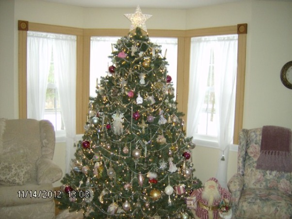 Prim's Holiday Home, I love to decorate my home, especially for the holiday's. I like a cozy home and would describe my style as shabby chic/traditional. I like to rescue old pieces and refurbish them., Crystal Christmas Tree , Holidays Design