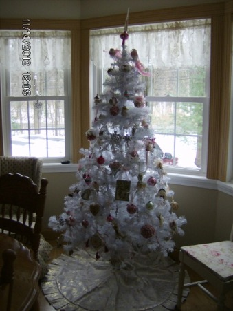 Prim's Holiday Home, I love to decorate my home, especially for the holiday's. I like a cozy home and would describe my style as shabby chic/traditional. I like to rescue old pieces and refurbish them., White Shabby Chic Tree , Holidays Design