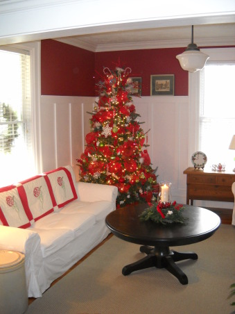 Simple Cottage Christmas , A few pictures of our cottage this Christmas, inside and out. , Holidays Design