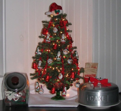Simple Cottage Christmas , A few pictures of our cottage this Christmas, inside and out. , Kitchen countertop tree.  , Holidays Design