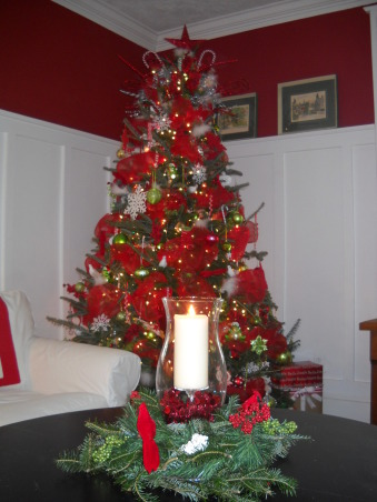 Simple Cottage Christmas , A few pictures of our cottage this Christmas, inside and out. , Living room tree with Deco mesh ribbon.  , Holidays Design