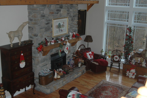 Gander Run Ridge at Christmas, Lodge Style Home Decorated for Christmas, Lodge Room  , Holidays Design