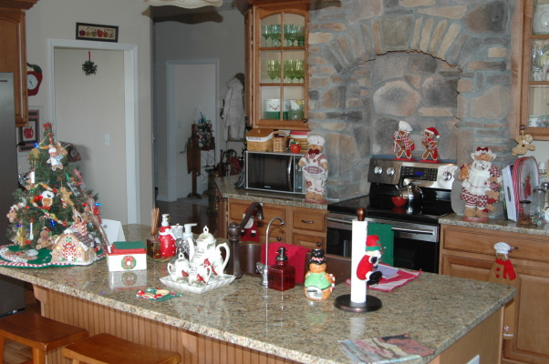 Gander Run Ridge at Christmas, Lodge Style Home Decorated for Christmas, Kitchen Area, Holidays Design