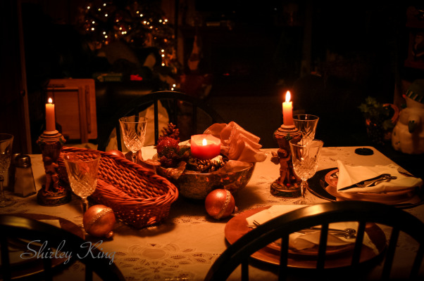 Table setting ,  very small dinning room , open to living room & kitchen., A table setting i did for a Christmas  Holiday ,It was a small dinning area , open to the living room & kitchen areas. This was in a mobile home . , Dining Rooms Design