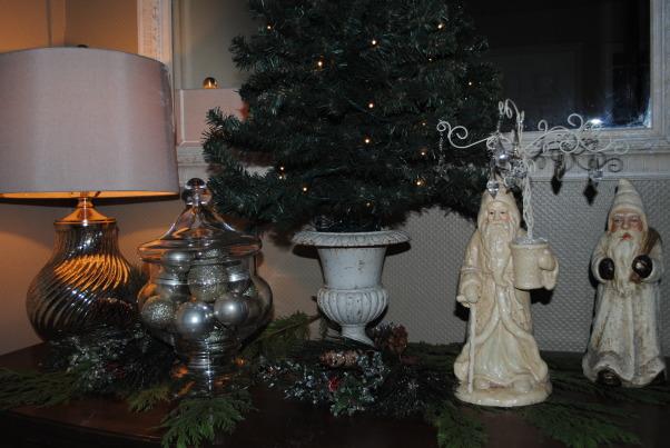 Christmas, Christmas decor, Entry chest , Holidays Design