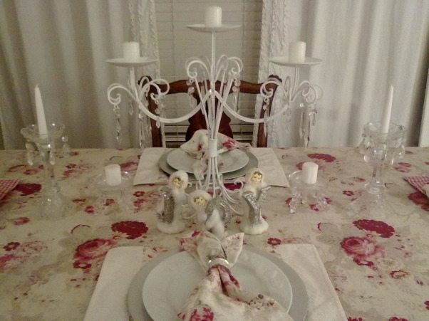 red/white christmas, table set for christmas   , Living Rooms Design