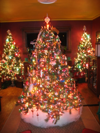 Christmas time, christmas , Dinning room the Glassblown tree in the center and the  trees in the back are all Pier One style , Holidays Design