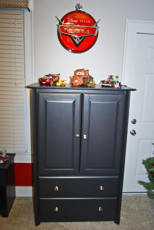 Disney Cars Bedroom, Disney Cars theme bedroom Includes a stoplight and a gas pump gumball machine, Lighted Cars sign , Boys' Rooms Design