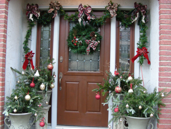Symmetric Curb Appeal Winter Holidays, Changing entryway to reflect the wintry charm of the holiday season., Come inside for Christmas cheer! , Home Exterior Design