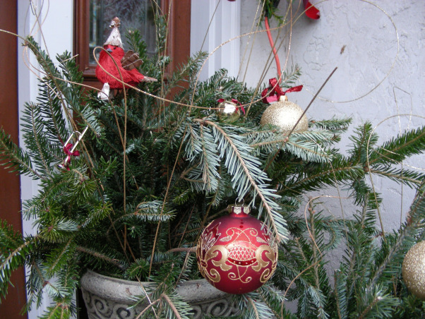 Symmetric Curb Appeal Winter Holidays, Changing entryway to reflect the wintry charm of the holiday season., Color on the pine branches was limited to red and gold.   , Home Exterior Design