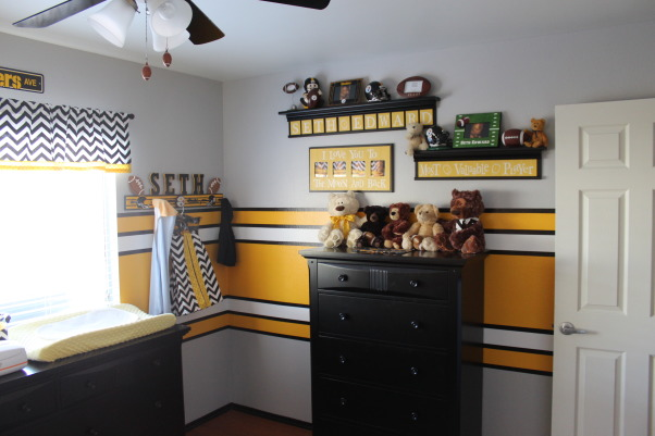 Steeler football room, Steelers football theme room. Included bears to make it more child like. All stripes are painted (not a decal). Lockers are also custom painted, Added a lot of bears to make it more child-like., Boys' Rooms Design