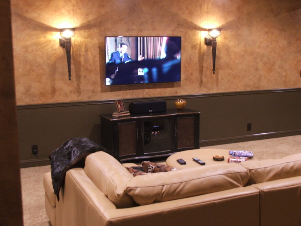 A touch of Tuscany, A very comfortable space for watching television.  , Basements Design