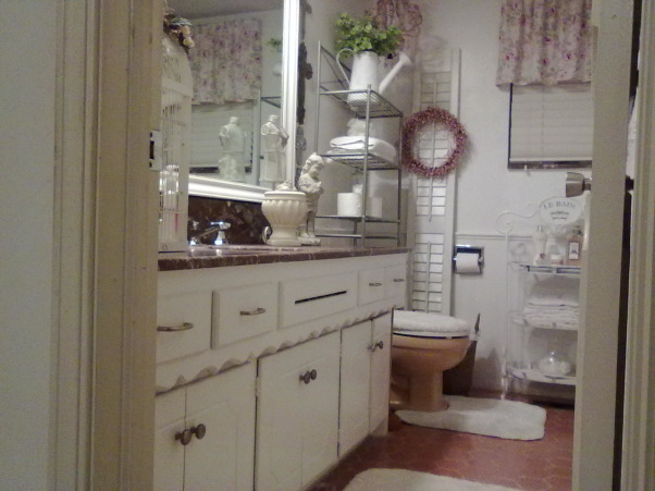 freshly painted cottage bathroom, painted about a month ago,just now getting to post., Bathrooms Design