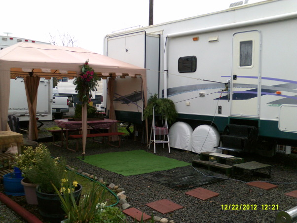 outside space next to RV, In Elma RV Park my small yard, small space but made the most of it, Home Exterior Design