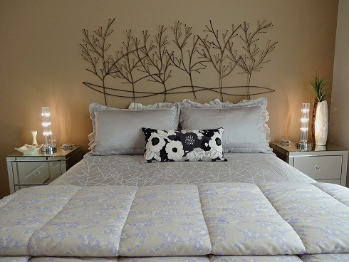 GuestRoom..with a mood!, Nice Warm feeling for short-stay Company, Wall Art for Headboard & crystal Lighting , Bedrooms Design
