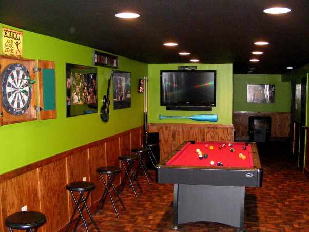 Apple green and an apple martini?, This basement is very cozy and fun and offers a lot.Although not a huge amount of space we utilized it and made it very fun., Lets play pool and watch a game!, Basements Design