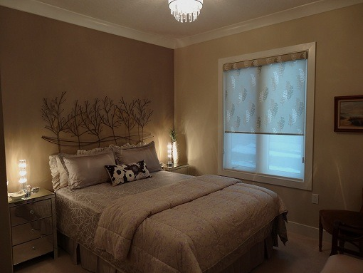 GuestRoom..with a mood!, Nice Warm feeling for short-stay Company, Crystal Lighting, Hunter Douglas Bamboo, dual shade blinds, Feature wall chocolate brown, mirror side tables make it glow., Bedrooms Design